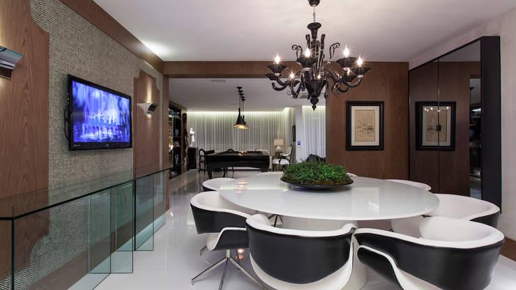 CECY: Sala de jantar  por Flavio Moura Arquitetura