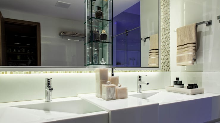 Bathroom by Flavio Moura Arquitetura