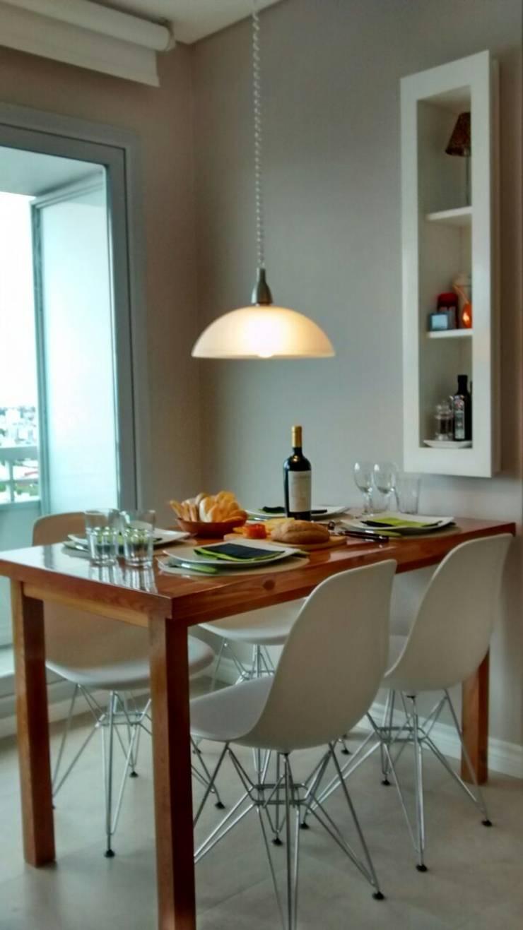 Mesa + guardado.:  de estilo  por MINBAI,Moderno Madera Acabado en madera