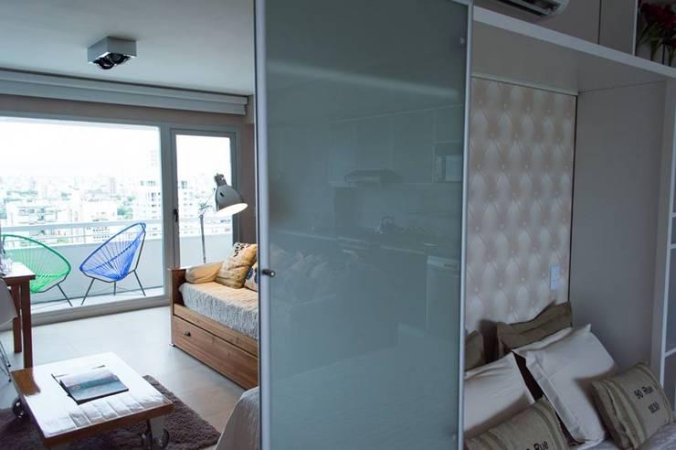 2 en 1: Cama rebatible + guardado.: Dormitorios de estilo  por MINBAI,Moderno Madera Acabado en madera