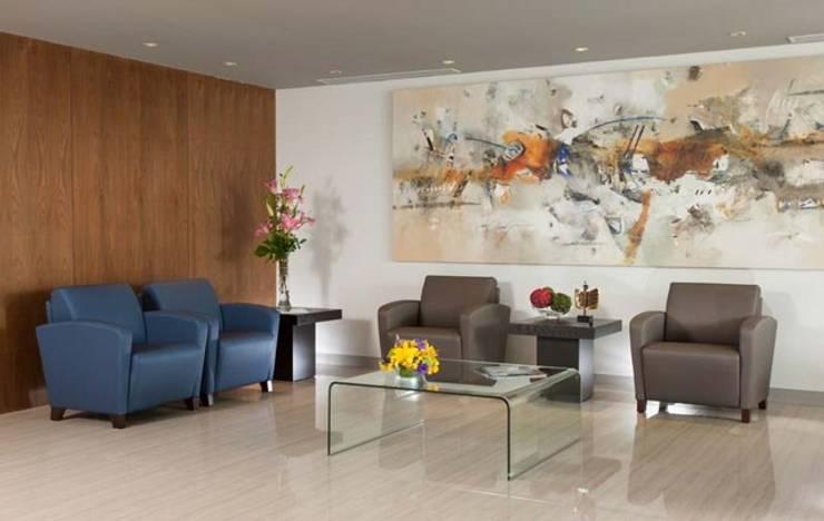 Swiss Hospital: Salas de estilo  por BAO