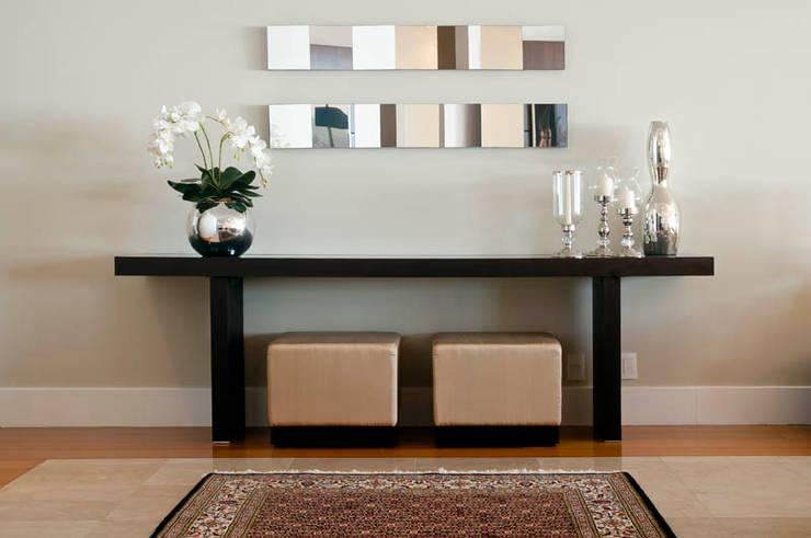 Apartamento Beiramar FL: Salas de estar  por KARINA KOETZLER arquitetura e interiores