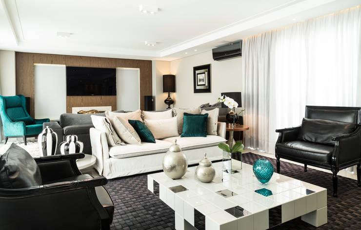 Apartamento Beiramar FL-2: Salas de estar  por KARINA KOETZLER arquitetura e interiores,