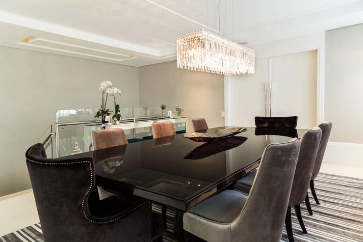 Apartamento Beiramar FL-2: Salas de jantar  por KARINA KOETZLER arquitetura e interiores