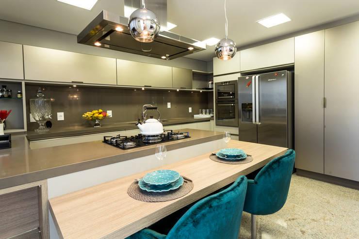 Apartamento Beiramar FL-2: Cozinhas modernas por KARINA KOETZLER arquitetura e interiores