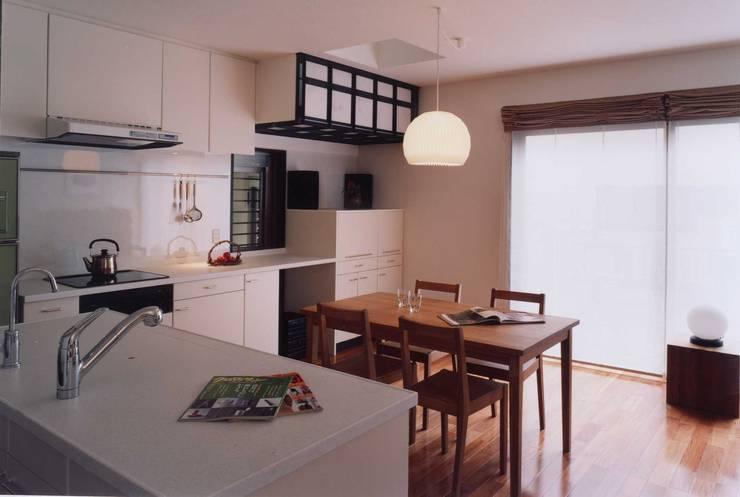 ダイニングキッチン オリジナルデザインの ダイニング の 有限会社加々美明建築設計室 オリジナル ヘンプ/ジュート 紫/バイオレット
