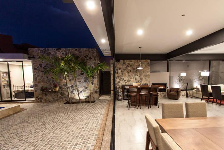CASA PAULIN: Terrazas de estilo  por Cambio De Plano