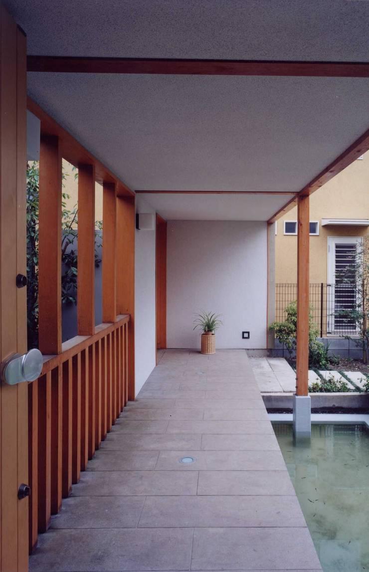 橋の上: 有限会社加々美明建築設計室が手掛けた家です。