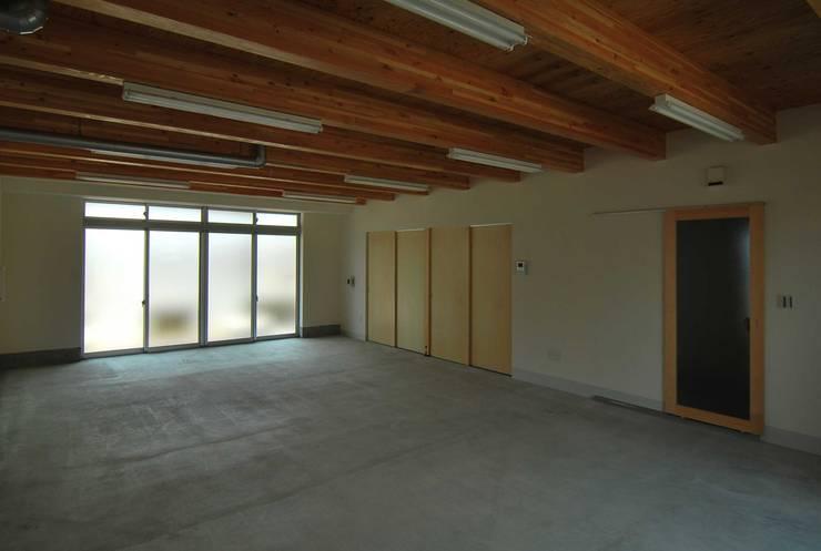 1階 工房: 原 空間工作所 HARA Urban Space Factoryが手掛けた和室です。