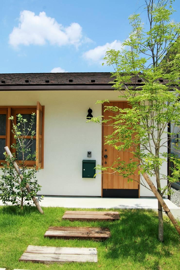 池田のいえ: LIVING DESIGNが手掛けた庭です。,オリジナル