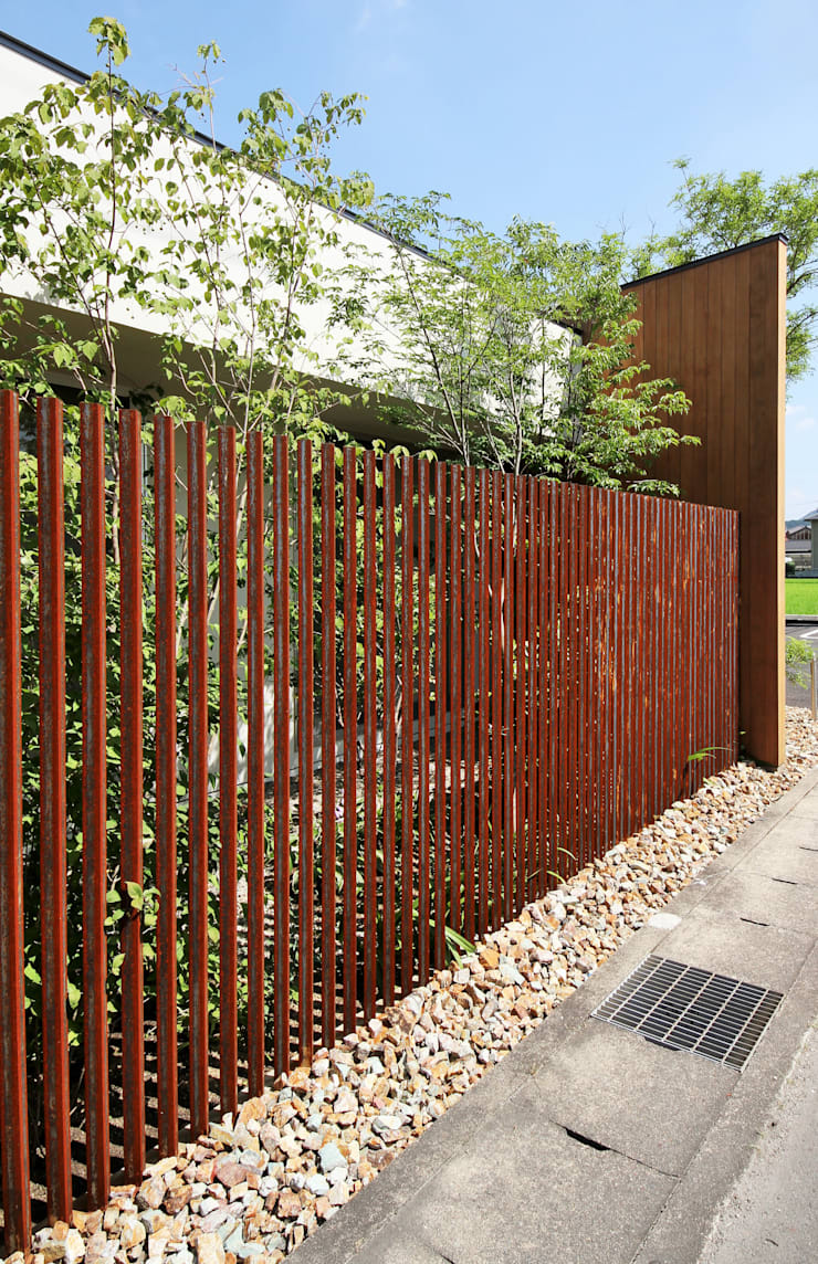 山内接骨院: LIVING DESIGNが手掛けた庭です。,