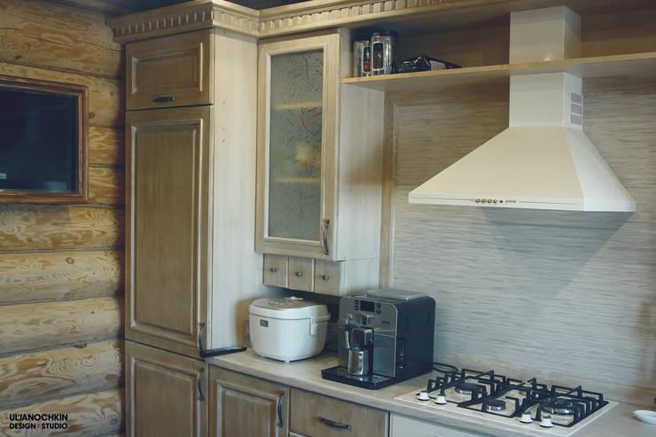 Деревянный дом : Кухни в . Автор – ULJANOCHKIN DESIGN*STUDIO,
