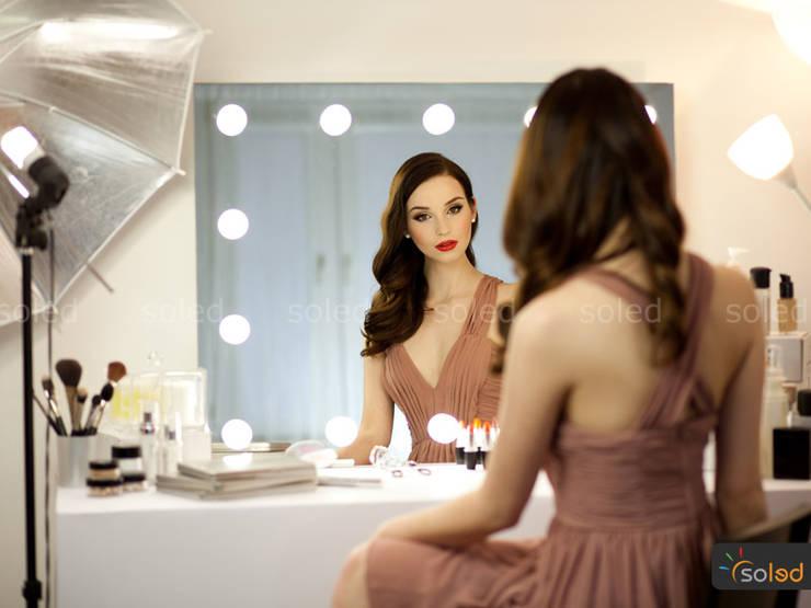 Lustra LED Soleda Make Up marki Soleda Mirror – na wymiar: styl , w kategorii Sypialnia zaprojektowany przez SOLED Projekty i Dekoracje Świetlne Jacek Solka