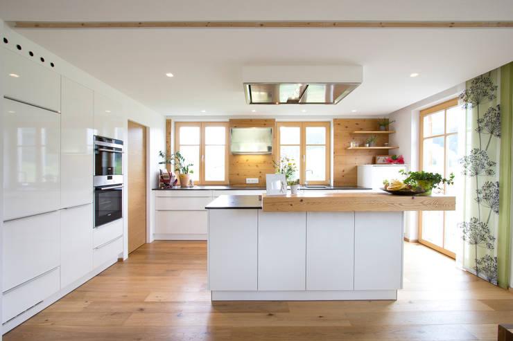 classic Kitchen by Atelier für Küchen & Wohnkultur Laserer