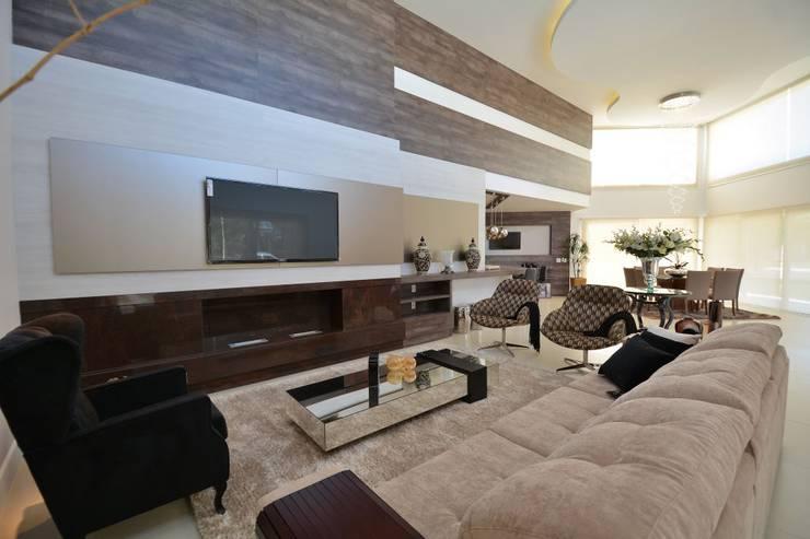 Condomínio Porto Coronado - Atlântida: Salas de estar  por Eliane Fanti Arquitetura