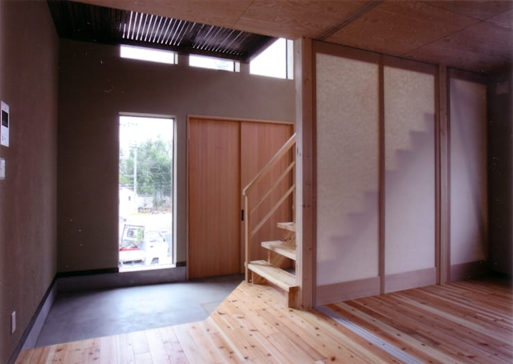 玄関ホール見返し: 豊田空間デザイン室 一級建築士事務所が手掛けた廊下 & 玄関です。