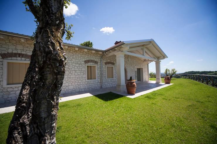 Projekty, rustykalne Domy zaprojektowane przez homify