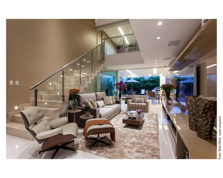 Casa Alphaville: Salas de multimídia  por Vanja Maia - Arquitetura e Interiores