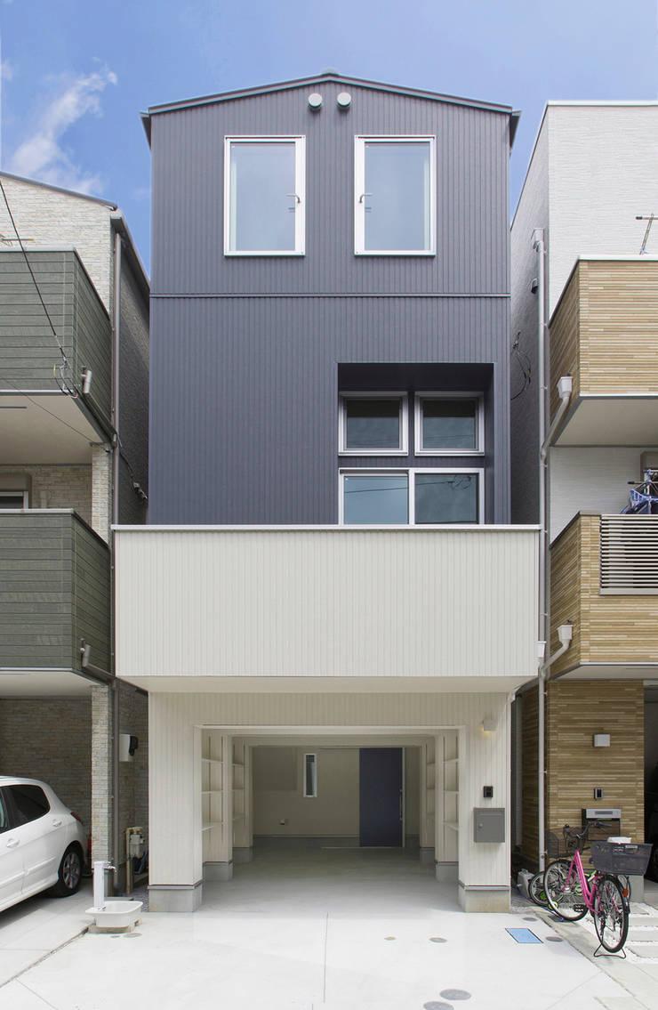Houses by 秦野浩司建築設計事務所, Modern