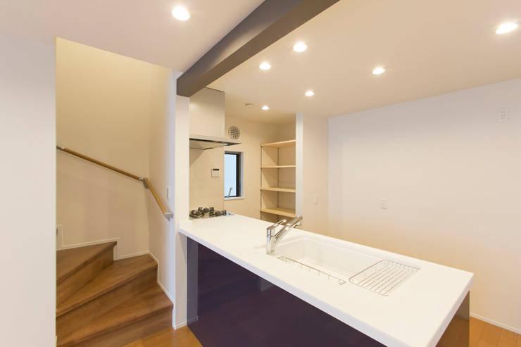 Kitchen by 秦野浩司建築設計事務所, Modern