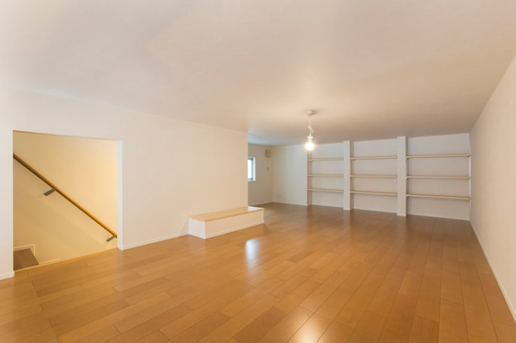 ロフト: 秦野浩司建築設計事務所が手掛けた和室です。