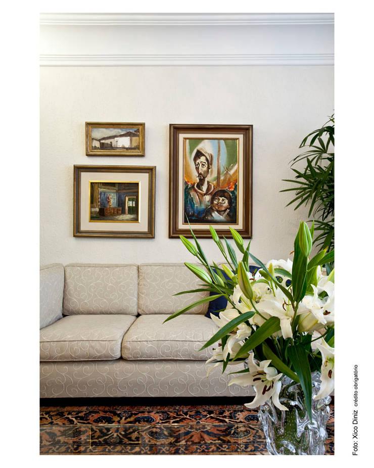 Casa Horto Florestal: Sala de estar  por Vanja Maia - Arquitetura e Interiores,