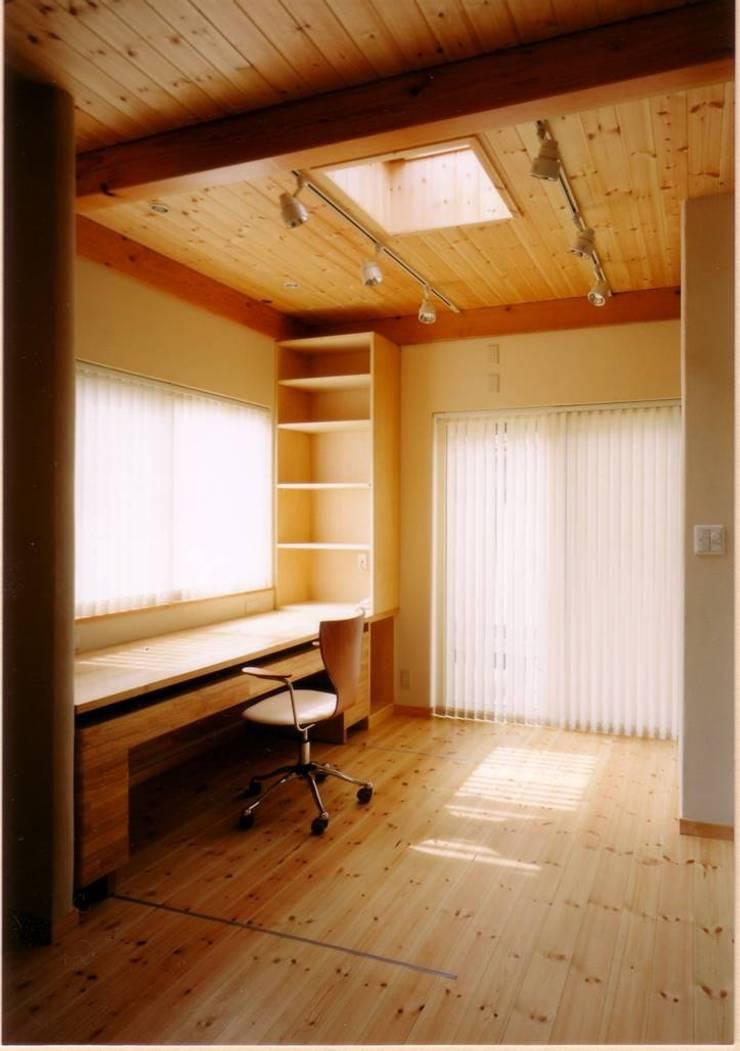 鍼灸の治療スペース: 豊田空間デザイン室 一級建築士事務所が手掛けた和室です。