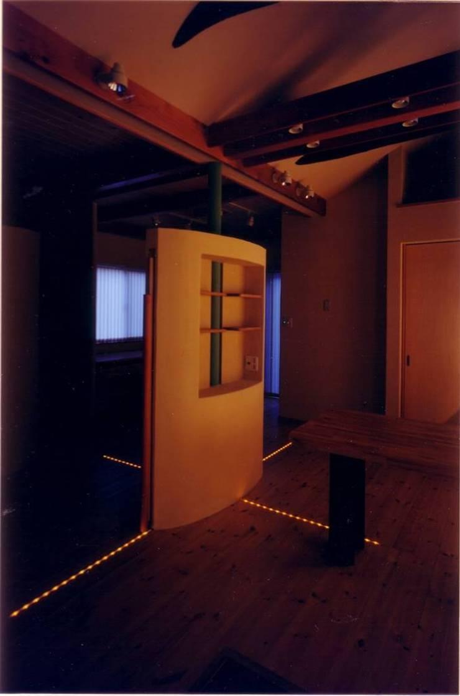 光の座標軸: 豊田空間デザイン室 一級建築士事務所が手掛けた壁です。