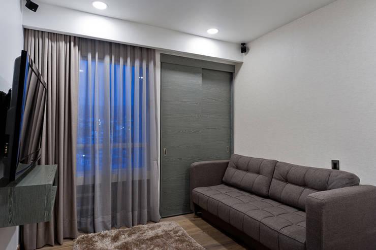 Salas multimedia de estilo moderno por HO arquitectura de interiores