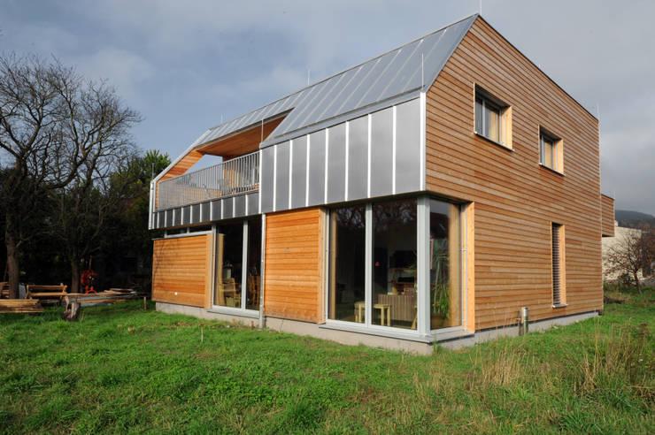 Süd-Ostfassade:  Häuser von Symbios Architektur