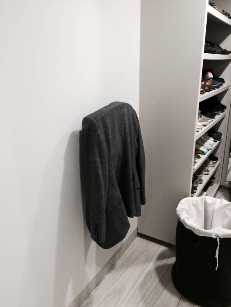 Perchero: Vestidores y closets de estilo  por HO arquitectura de interiores