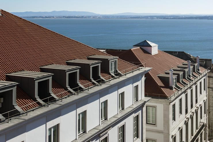 PAÇO DO DUQUE BUILDINGS LISBON: Casas clássicas por OPERA I DESIGN MATTERS