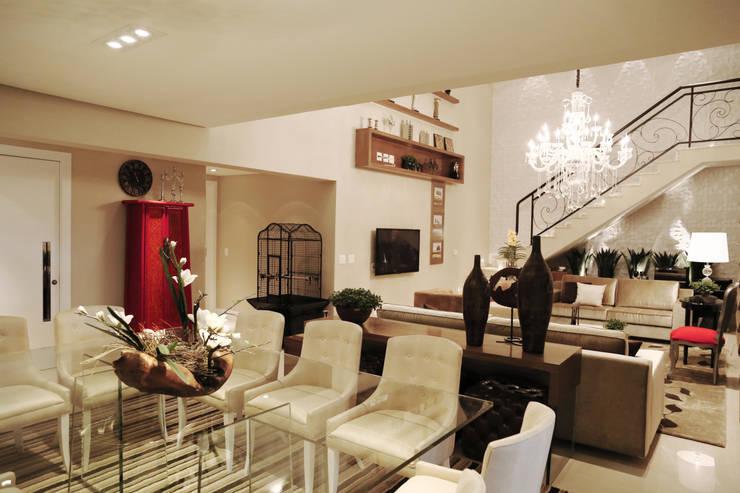 Apartamento - CLÁSSICO E CONTEMPORÂNEO: Salas de jantar  por INSIDE ARQUITETURA E DESIGN