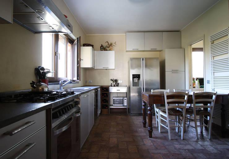 Cocinas de estilo  de ARCHITETTO FRANCA DE GIULI