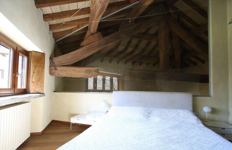 Dormitorios de estilo  de ARCHITETTO FRANCA DE GIULI