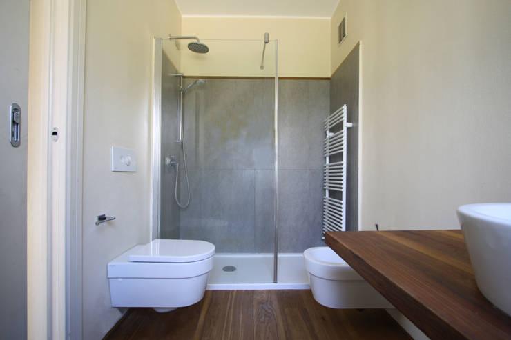 Baños de estilo  de ARCHITETTO FRANCA DE GIULI