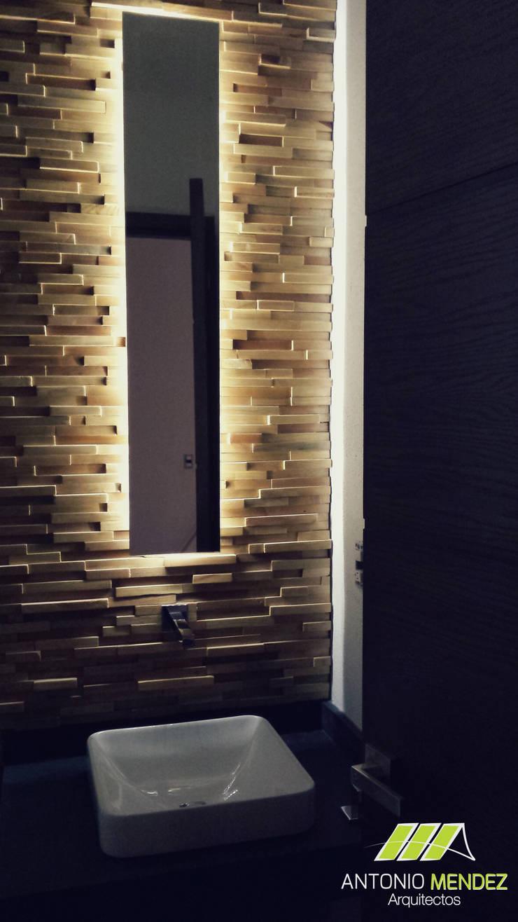 Casa Punta del Bosque: Baños de estilo  por ANTONIO MENDEZ ARQUITECTOS