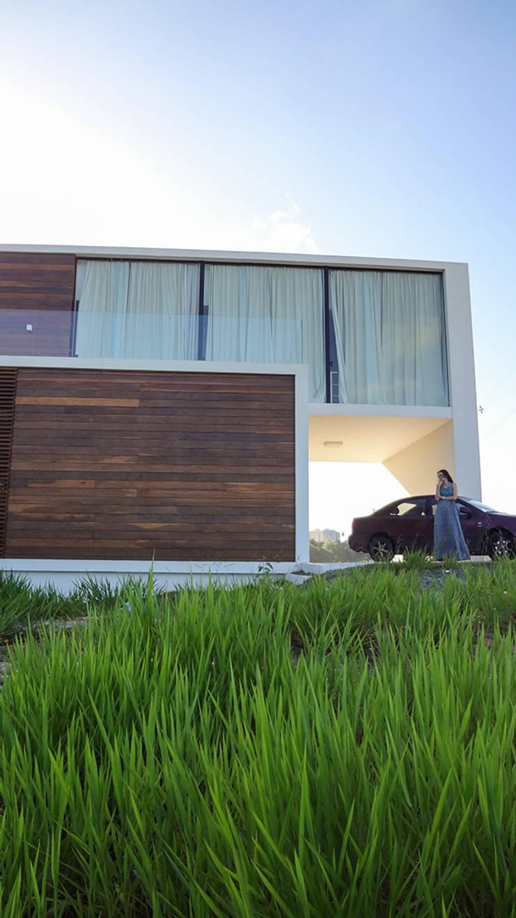 Casa Bromélia:   por Urban Arquitetura,
