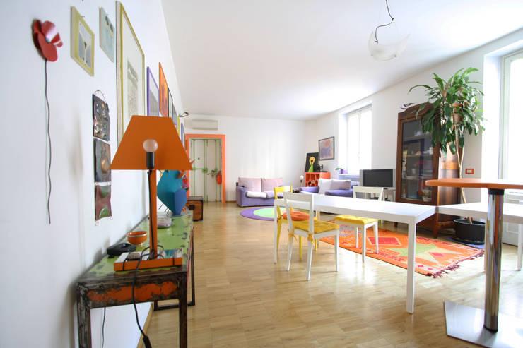 CASA DI SILVIA: Sala da pranzo in stile in stile Moderno di ARCHITETTO FRANCA DE GIULI