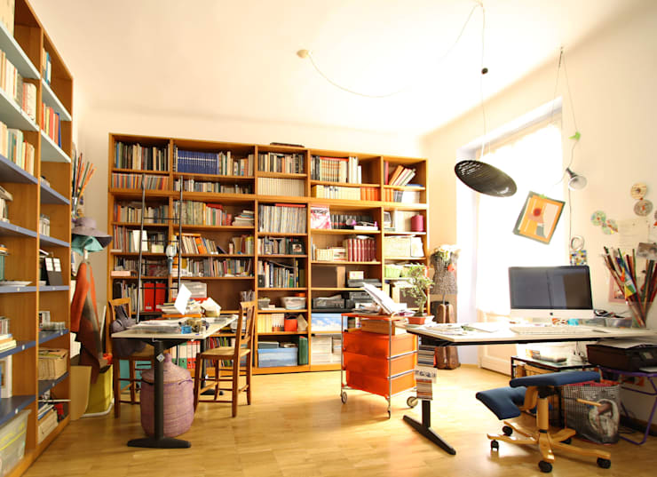 CASA DI SILVIA: Studio in stile in stile Moderno di ARCHITETTO FRANCA DE GIULI