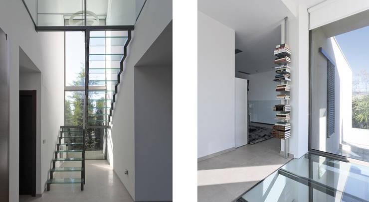 Casa alrededor de una yuca: Pasillos y vestíbulos de estilo  de Málek Murad y María García Estudio de Arquitectura