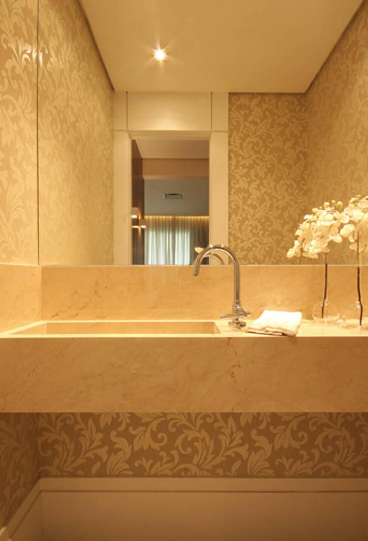 Lavabo: Banheiros  por Carolina Ouro Arquitetura