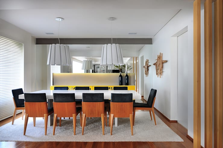 Dining room by Thaisa Camargo Arquitetura e Interiores,