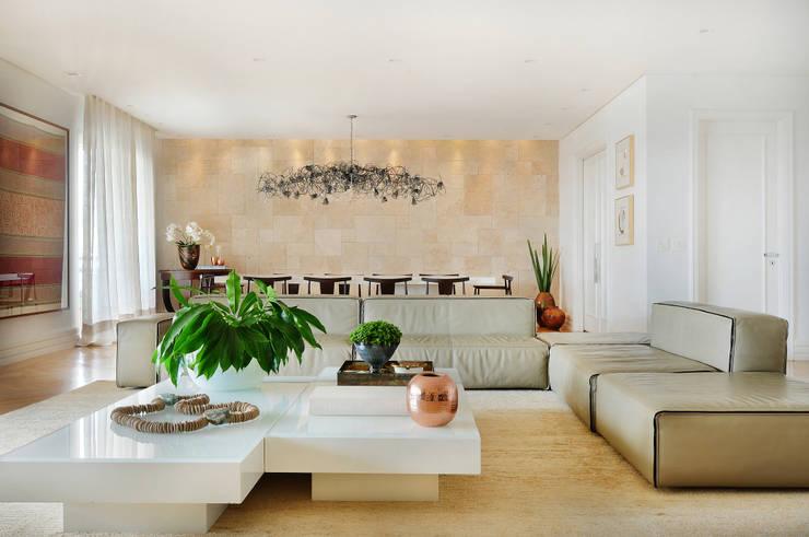 Sala de Estar: Salas de estar  por Thaisa Camargo Arquitetura e Interiores,Moderno