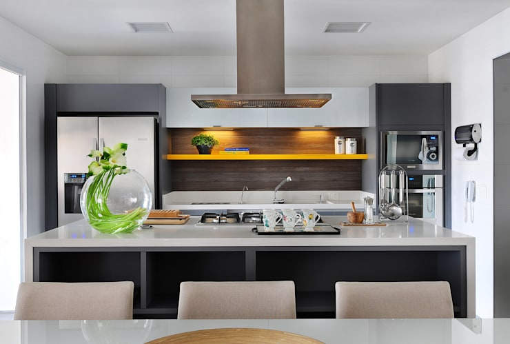 Cozinha: Cozinhas  por Thaisa Camargo Arquitetura e Interiores