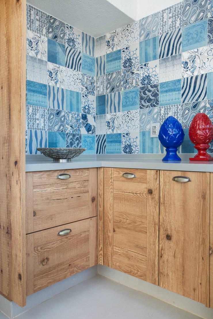 浴室 by Ana Adriano Design de Interiores, 熱帶風 木頭 Wood effect