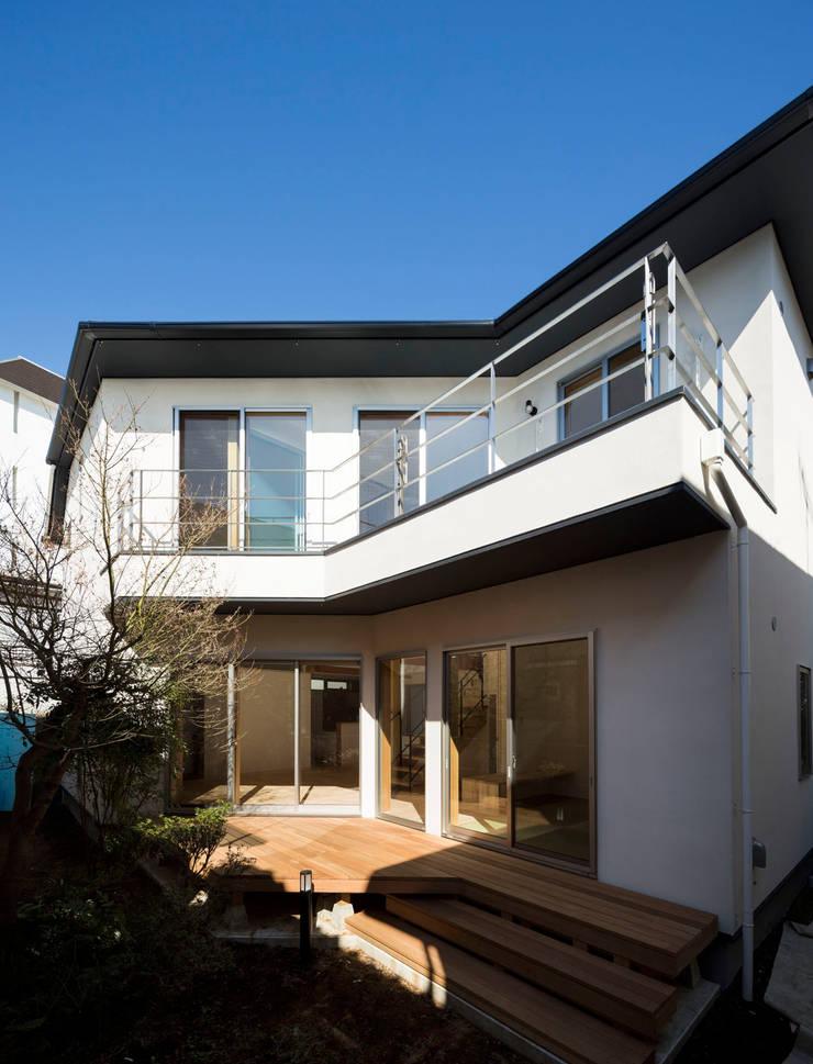 大岡山の家: (有)伊藤道代建築設計事務所が手掛けたテラス・ベランダです。,