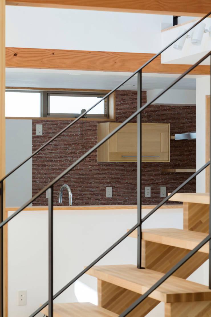 大岡山の家: (有)伊藤道代建築設計事務所が手掛けた廊下 & 玄関です。,