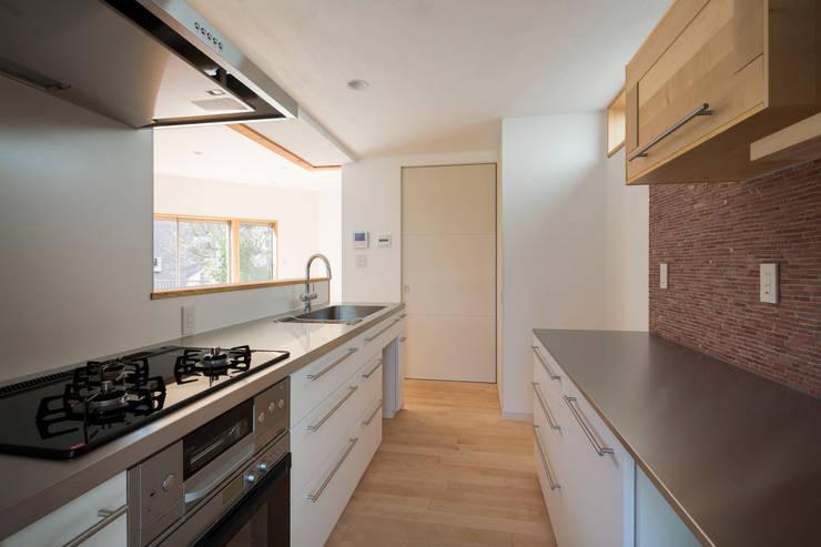 大岡山の家: (有)伊藤道代建築設計事務所が手掛けたキッチンです。,