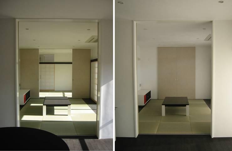 リビングより和室・母の部屋を見る: 青戸信雄建築研究所が手掛けたです。